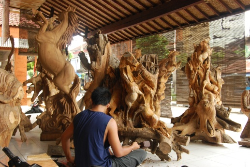 Kemenuh-Village-woodcarving